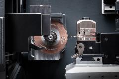10-F8900-robot-01-medium-resolution